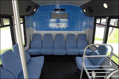座席は少ないのでバスとしてはやや役不足