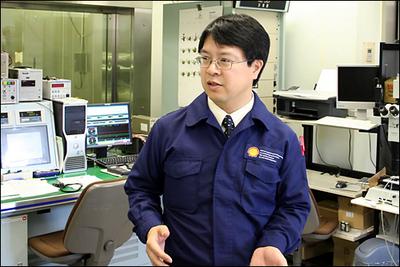 話を伺った燃料油を研究する岡部伸宏さん