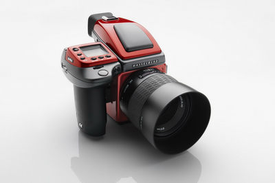 Hasselblad-Ferrari-H4D-Red-2.jpg