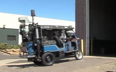 poo-powered-tuktuk-opt.jpg