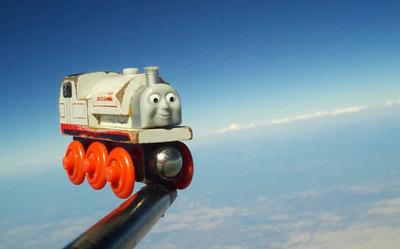 Train-toy-IN-SPAAACE.jpg