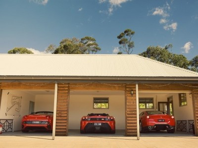 Wills-garage-photo-Chris-Benny-442x332.jpg